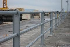 Protezione pedonale tubi passanti, Porto Marina di Carrara (MS)
